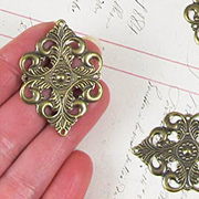 42x30mm Antique Gold Diamond Filigree*